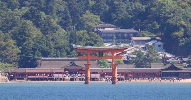中国地方の観光地「広島県の厳島神社」イメージ画像