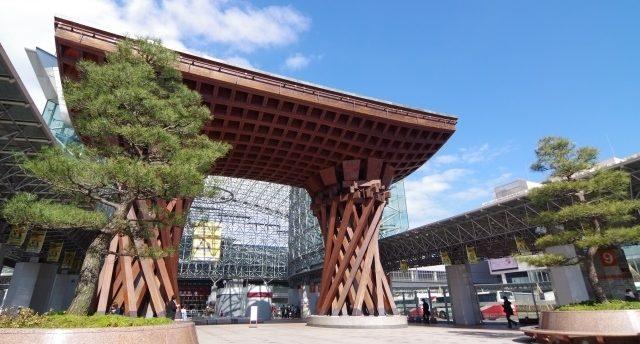 北陸地方のイメージ画像「金沢駅前」