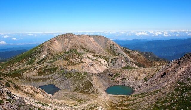 北陸の観光地イメージ画像「富山の白山と湖」
