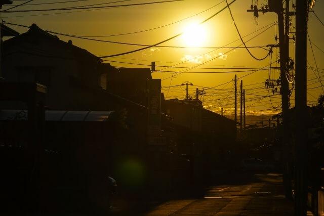 夕日と電柱のイメージ画像