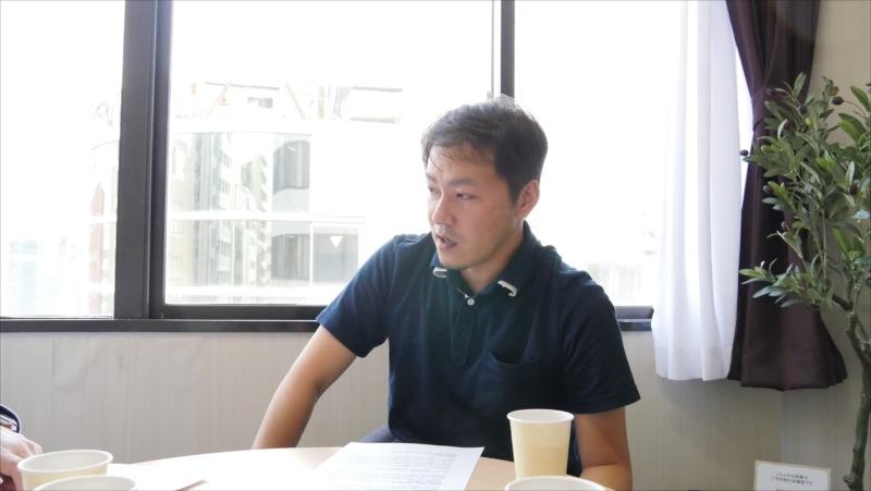 あしたでんきインタビューの様子(デジタルマーケティングディレクターの永井さん)