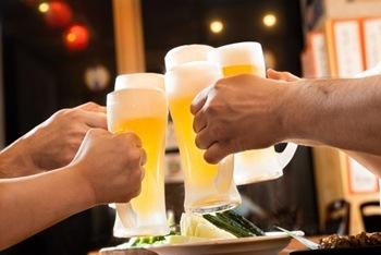 ビールで乾杯イメージ