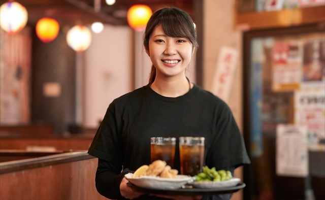 飲食店の女性スタッフイメージ